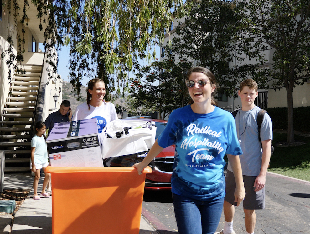 Staff and students helping first year students move in